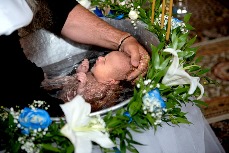 Botezul este o treapta in evoluatia spirituala a copilului tau. In calitate de fotograf, as fi onorat sa fiu prezent.